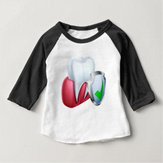 Schild-Zahn und Gummi Baby T-shirt