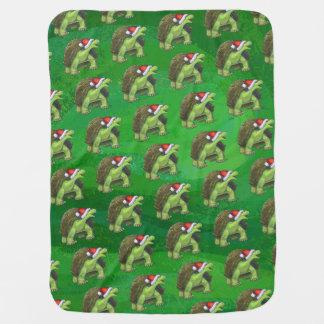 Schildkröte in der Weihnachtsmannmütze auf Grün Babydecke