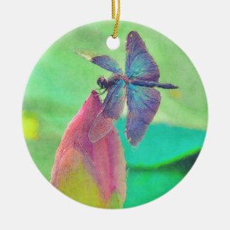 Schillernde blaue Libelle auf Wasserlilie Rundes Keramik Ornament