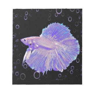 Schillernde lila kämpfende Fische Notizblock