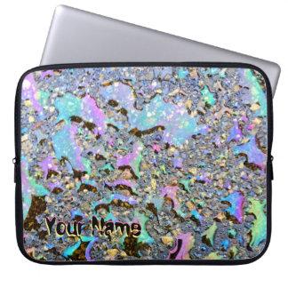Schillerndes Öl lässt nassen Blick mit Ihrem Namen Laptopschutzhülle