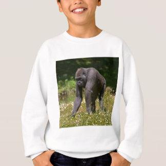 Schimpanse im blühenden Gras Sweatshirt