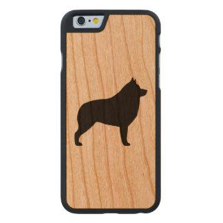 Schipperke-Silhouette Carved® iPhone 6 Hülle Kirsche