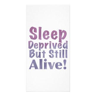 Schlaf beraubt aber noch lebendig in den karte