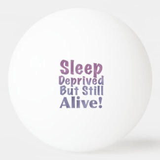 Schlaf beraubt aber noch lebendig in den tischtennis ball