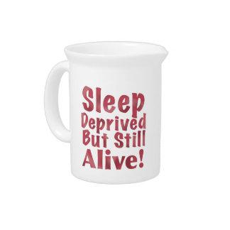 Schlaf beraubt aber noch lebendig in der Himbeere Getränke Pitcher