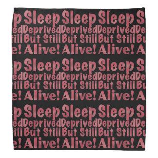 Schlaf beraubt aber noch lebendig in der Himbeere Kopftuch