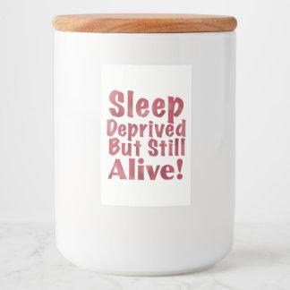 Schlaf beraubt aber noch lebendig in der Himbeere Lebensmitteletikett