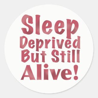Schlaf beraubt aber noch lebendig in der Himbeere Runder Aufkleber