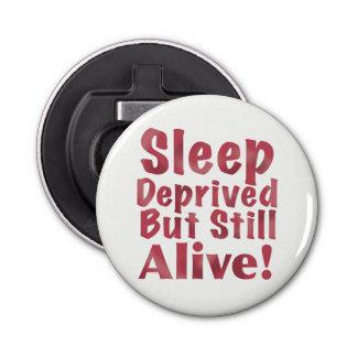 Schlaf beraubt aber noch lebendig in der Himbeere Runder Flaschenöffner