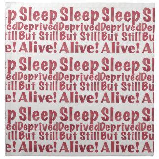 Schlaf beraubt aber noch lebendig in der Himbeere Stoffserviette