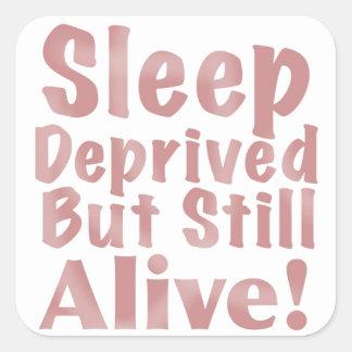 Schlaf beraubt aber noch lebendig in der staubigen quadratischer aufkleber