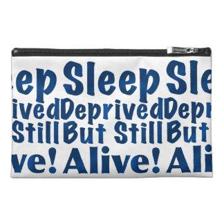 Schlaf beraubt aber noch lebendig in dunkelblauem