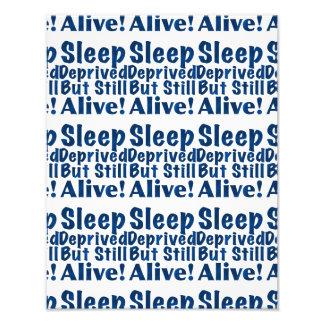 Schlaf beraubt aber noch lebendig in dunkelblauem photo druck