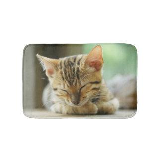 Schlafenkleine Baby-Miezekatze Badematte