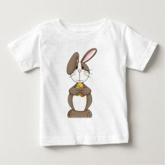 Schlaffes Ohr-Häschen, das drei farbige Eier hält Baby T-shirt