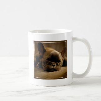 Schläfrige französische Bulldogge Kaffeetasse