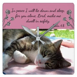 Schläfrige Katzen-Bibel-Vers-Wanduhr Quadratische Wanduhr