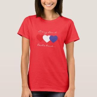 Schläge jedes Herzens richten rote weiße und blaue T-Shirt