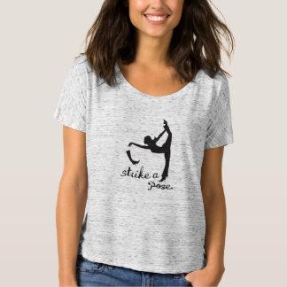 Schlagen Sie eine Pose ~ Yoga inspirierte T-Shirt