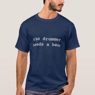 Schlagzeuger benötigt ein Bier T-Shirt