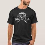 Schlangen-Leben-schreiende Kobra mit gekreuzten T-Shirt