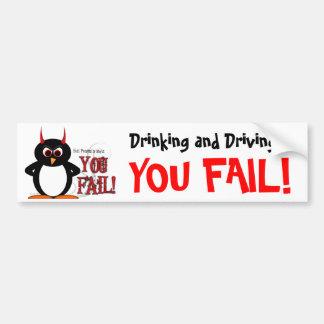 Schlechter trinkender u. fahrender Pinguin Autoaufkleber