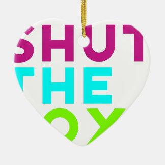 Schließen Sie das Kasten-Logo Keramik Herz-Ornament