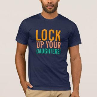 Schließen Sie oben Ihren Tochter-T - Shirt zu