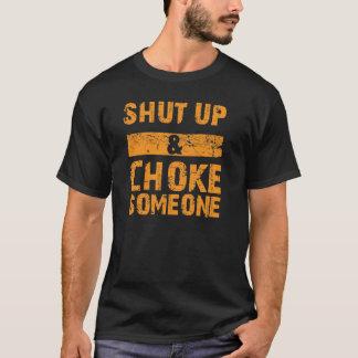 Schließen Sie und erdrosseln Sie jemand T-Shirt