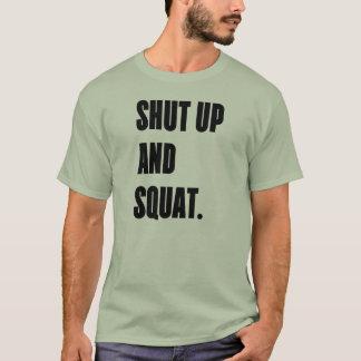 SCHLIESSEN Sie UND HOCKEN Sie - grünen T-Shirt
