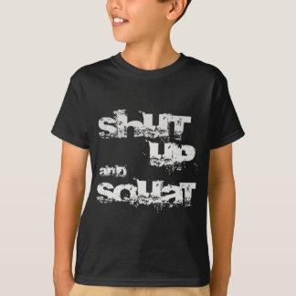 Schließen Sie und hocken Sie Shirts