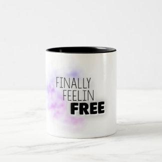 Schließlich geben Feelin Tasse frei