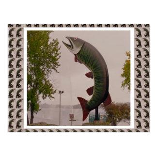 Schlittenhund die Muskie Fisch-Straßenrand-Show Postkarte