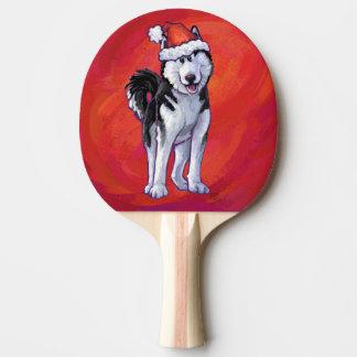 Schlittenhund in der Weihnachtsmannmütze auf Rot Tischtennis Schläger