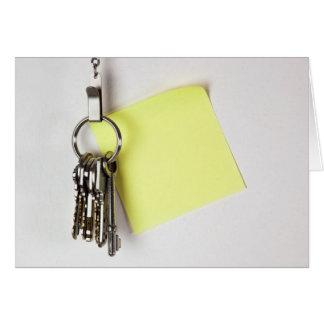Schlüsselbund mit klebriger Anmerkung Karte
