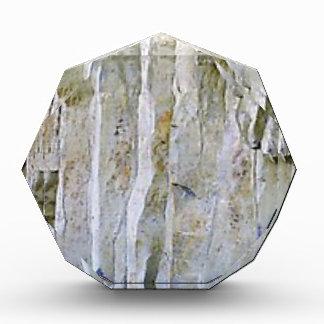 Schmale weiße Felsenspalte Auszeichnung