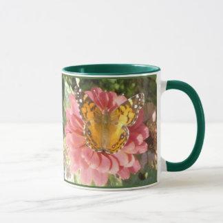 Schmetterling auf einem rosa Hydrangea Tasse