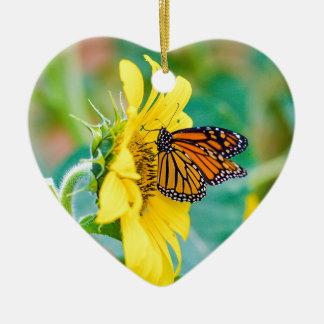 Schmetterling auf einer Sonnenblume Keramik Herz-Ornament