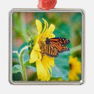 Schmetterling auf einer Sonnenblume Silbernes Ornament