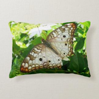 Schmetterling auf Jasmin-tropischer Deko Kissen