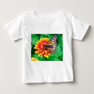 schmetterling in einer Blume Baby T-shirt