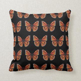 Schmetterling mit zwei Tönen Kissen