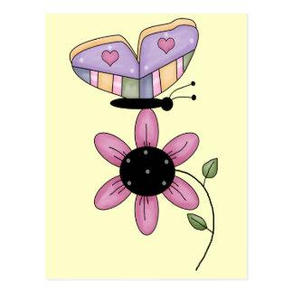 Schmetterling und rosa Gänseblümchen Postkarte