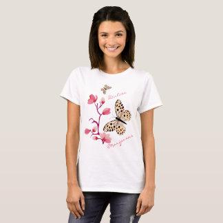 Schmetterlinge des Frühlings in der Rose und der T-Shirt
