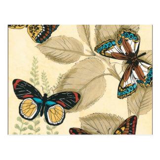 Schmetterlinge, die über Blätter gleiten Postkarte