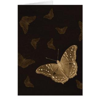 Schmetterlinge in der dunklen vertikalen Karte