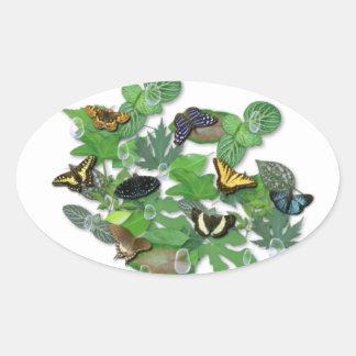Schmetterlinge mit Blätter, Regentropfen, Perlen Ovaler Aufkleber