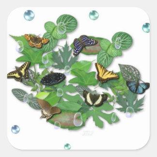Schmetterlinge mit Blätter, Regentropfen, Perlen Quadratischer Aufkleber