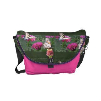 Schmetterlinge und Zinnias kundengerecht Kurier Tasche